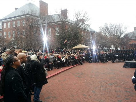 Inauguration rowds watching in the snow