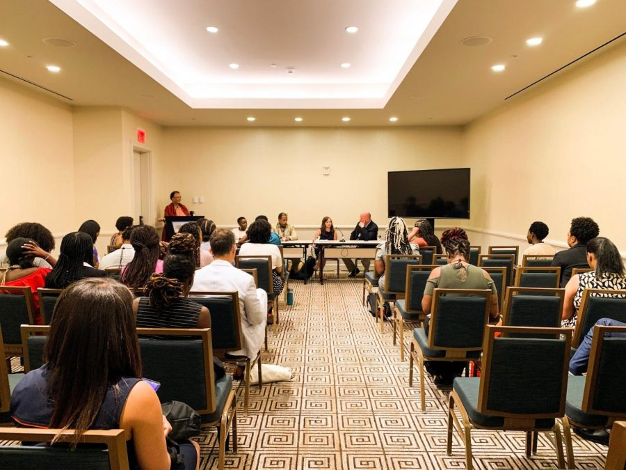 Journalism+professionals+gathered+for+a+conversation+on+the+Opioid+epidemic.+Moderated+by+Jackie+Jones%2C+%28from+left+to+right%29+the+panel+included+Adeola+Adeyemi%2C+Rob+Taylor%2C+Ashton+Marra%2C+and+Steve+Fidel.+