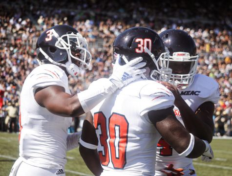 Bears lose the battle of the defenses on Homecoming weekend