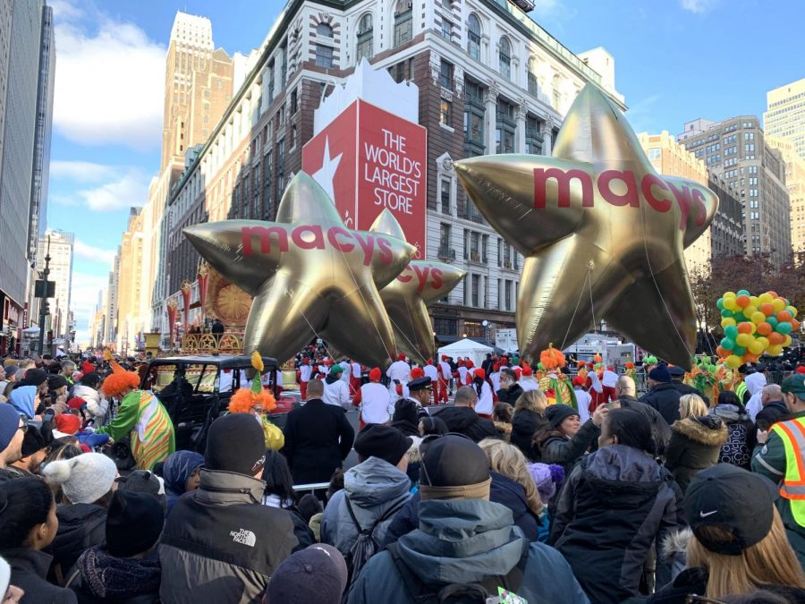 The 93rd annual Macy's Day Parade begins with enormous star-shaped balloons.