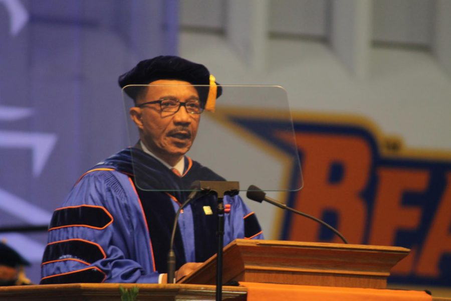 Kweisi Mfume speaks at Morgans 2019 spring commencement.