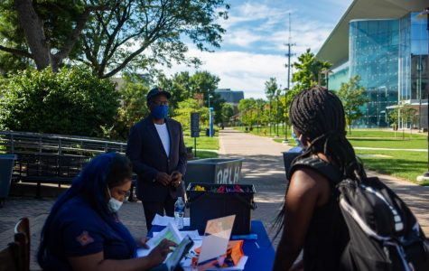 President David Wilson talks to Freshman Anisa Alvanza about Morgan State and safety during COVID-19.