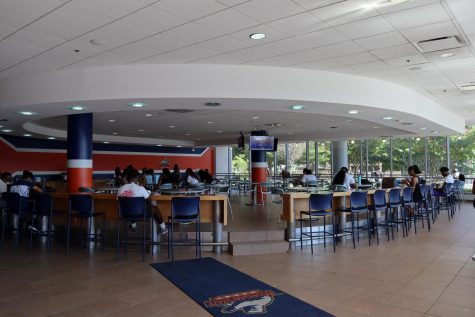 Many students gathered in the Canteen dining area in the University Student Center.