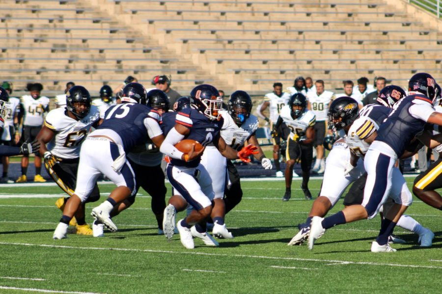 Jairus Grissom runs the ball on the play.